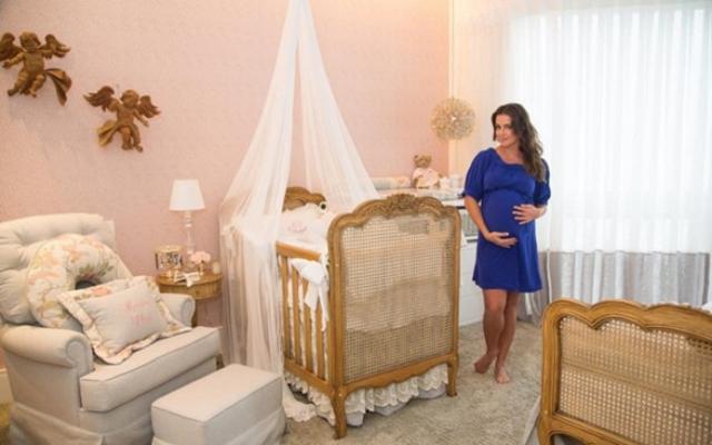 Veja o quarto de Maria Flor, filha da atriz Deborah Secco.