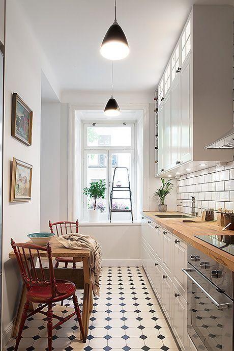 Hogar diez c mo decorar cocinas alargadas for Mesas para cocinas estrechas