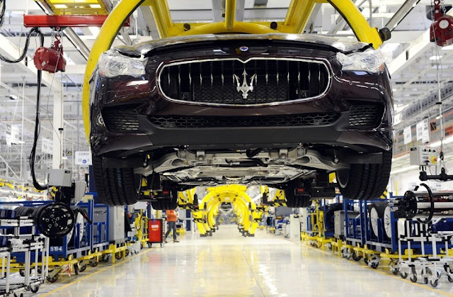 Maserati Quattroporte sulla linea di produzione del nuovo stabilimento Maserati di Grugliasco