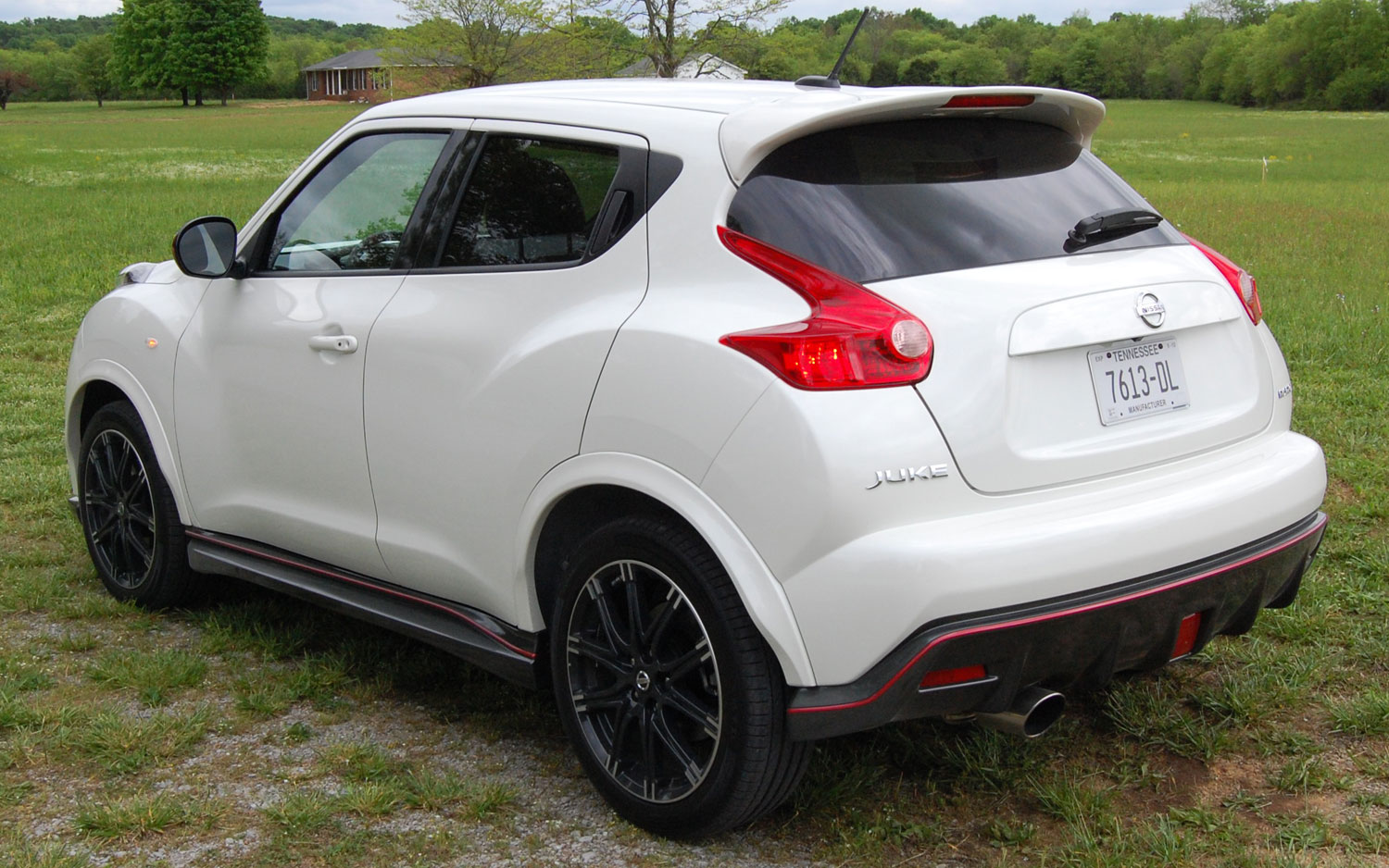 car wale wallpapers 2013 nissan juke sv suv wallpapers and specifications. Black Bedroom Furniture Sets. Home Design Ideas