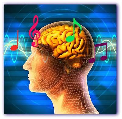 Ilustração de um cérebro humano com notas musicais flutuando ao redor