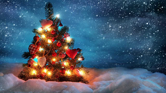 Free Download Christmas Tree HD Wallpapers for iPhone 5 - Christmas Tree with Snow and Lights