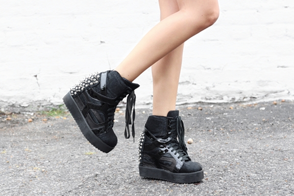 Dress Like Jess Jessica Lemos jesslemos jeffrey campbell rodman spike sneaker wedge pony hair