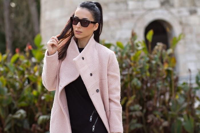 Tendencia: Abrigo Rosa y Gafas Bold 4 de Saint Laurent