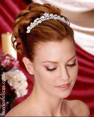 Peinados de novia con tiara 2016