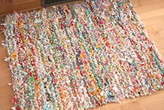 como fazer tapetes com camisetas de malha