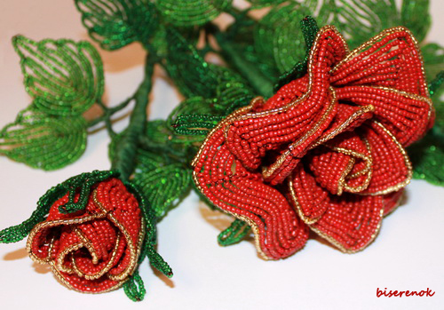 Материалы: бисер. проволока. нитки мулине, клей ПВА.  Красная роза - царица цветов.  Символ хорошего вкуса.