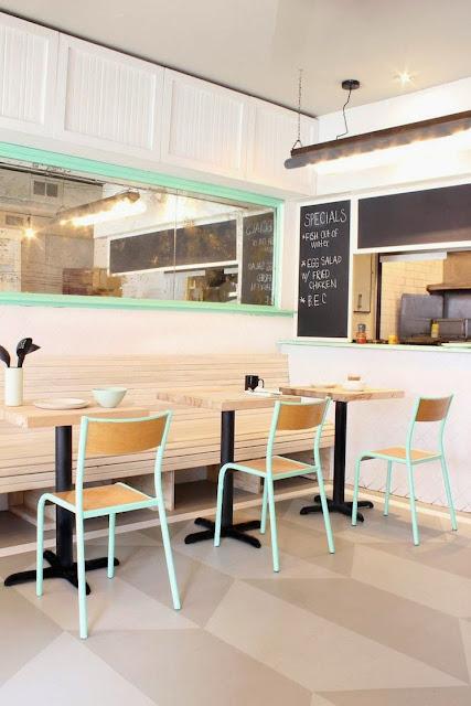 Restaurante con toques verdes mint