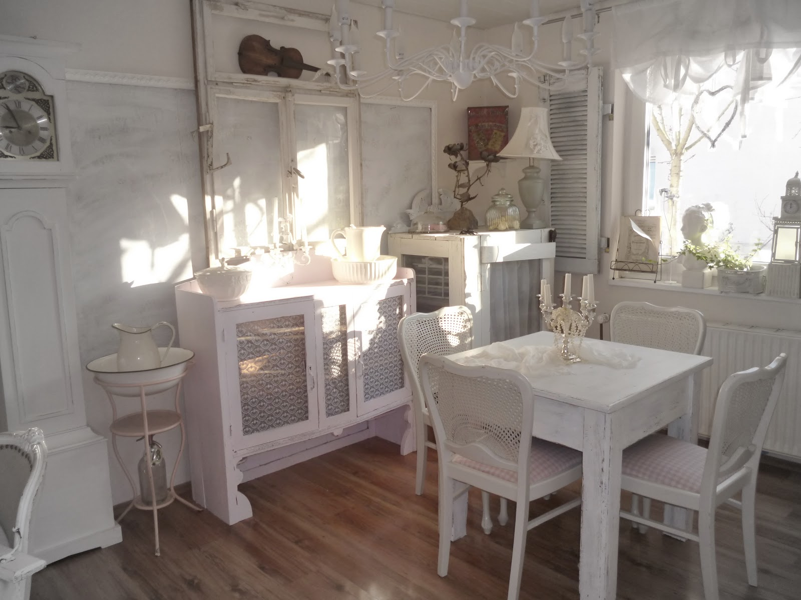 heavens ros cottage unser kleines esszimmer im vintage stil. Black Bedroom Furniture Sets. Home Design Ideas