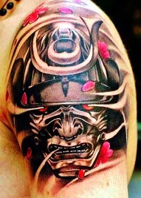 tatuagem samurai no ombro