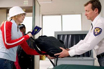 Tips Menjaga Barang Saat Pemeriksaan Di Bandara [ www.Bacaan.ME ]