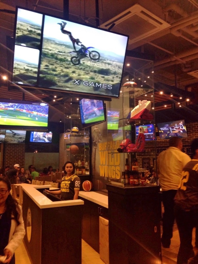 a night buffalo wild wings for urban women asia s top we food lovin filipinos are fortunately enough to finally have it here and yes buffalo wild wings the first philippine branch is located at capitol