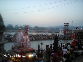Pilgrims gathered at the Har Ki Pauri Ghat in Haridwar for the evening Ganga Aarti