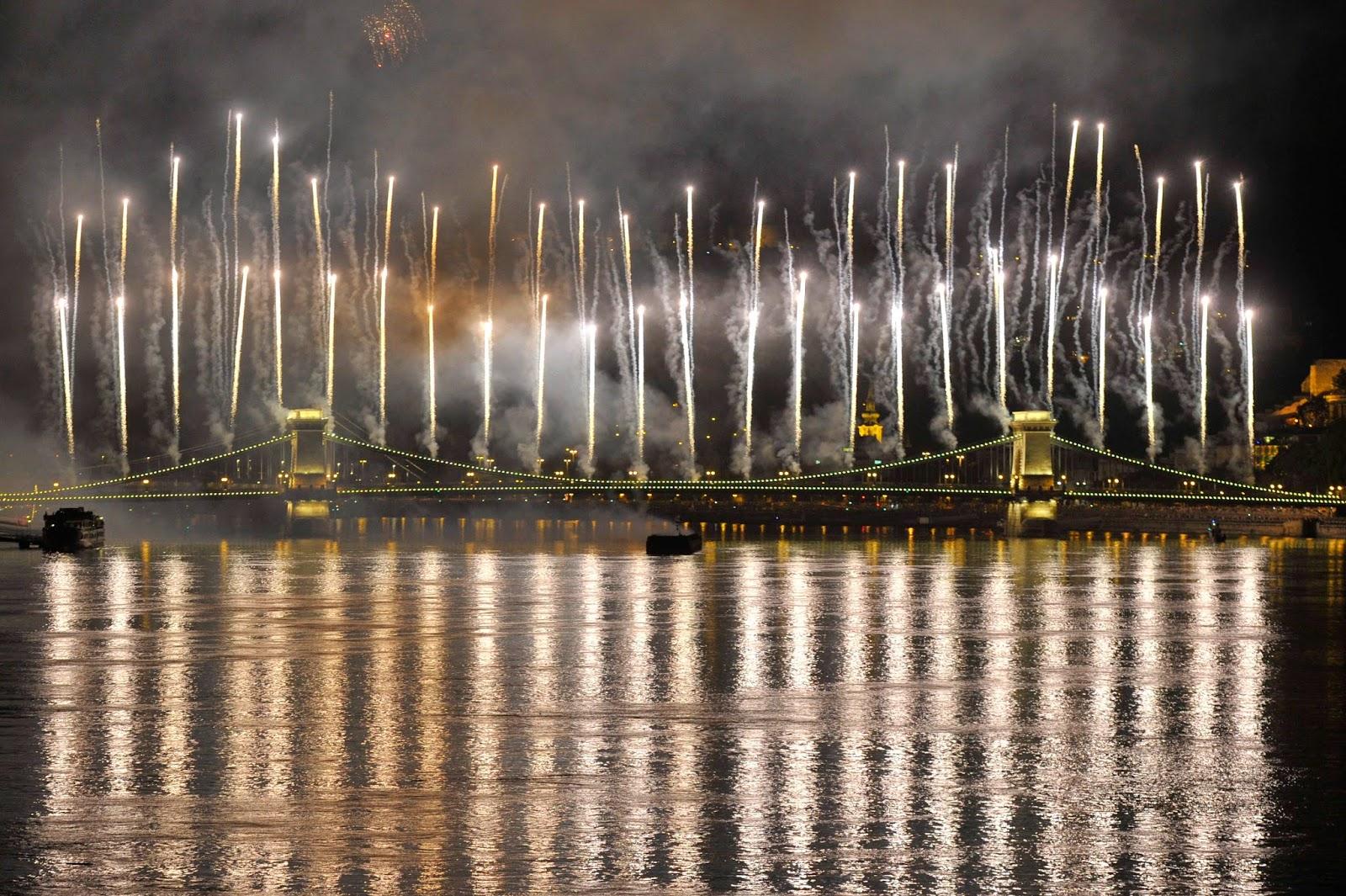 ünnepi tűzijáték, augusztus 20, magyarság, Magyarország, Budapest, nemzeti ünnep,