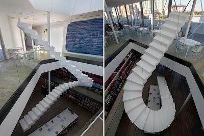 Лестница на небеса в библиотеке. Дизайнеры Сабина Лэнг и Дениель Бауманн