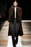 широки рамене палто