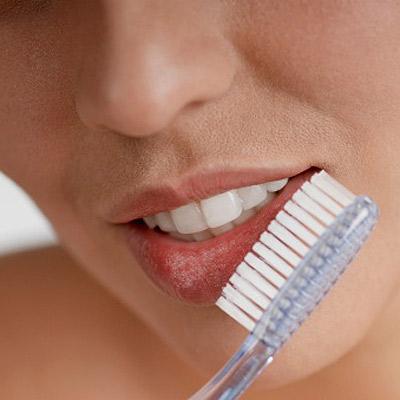http://4.bp.blogspot.com/-Z_MUfWatLYU/TyFY9Xm0XiI/AAAAAAAAAgU/xI6fOgdnRcQ/s1600/dry-toothbrush-on-lip.jpg
