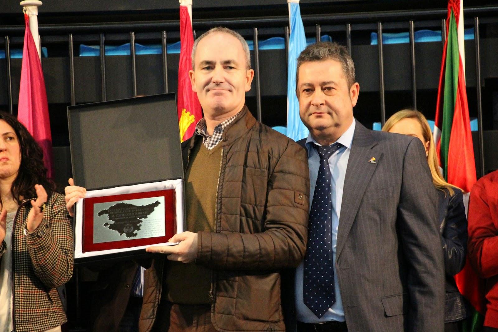 El alcalde y el presidente de la Federación de Centros Regionales, ambos en la candidatura del PSE