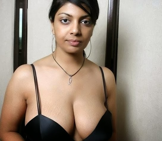 Indian Housewife Showing Her Cleavage Pics | Photo Sexy Girls