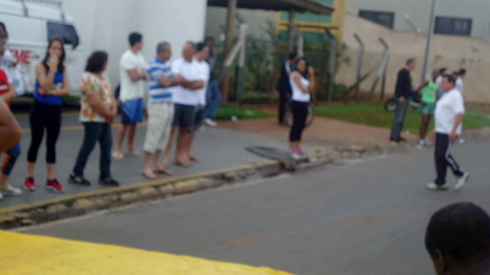 Foto 115 da 1ª Corrida Av. dos Coqueiros em Barretos-SP 14/04/2013 – Atletas cruzando a linha de chegada