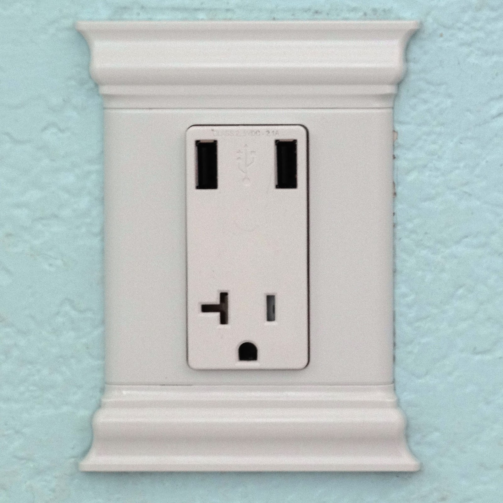 Tech Toy Playground: Leviton TS830 USB wall outlet