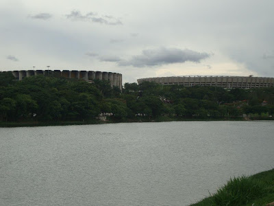 Estádios Mineirinho e Mineirão, vistos da Pampulha