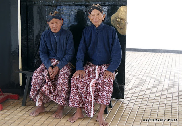 yogjakarta indonesia two old men