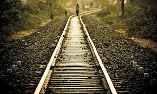 http://4.bp.blogspot.com/-Zaz13veQsrA/UrIBZvoxVkI/AAAAAAAAkPo/Gpwdm_X9jNI/s1600/lonely_girl_walking_on_railway_track.jpg