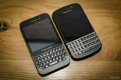 Esto lo veíamos venir ya que es una afirmación obvia teniendo en cuenta las resoluciones de pantalla son las mismas 720×720 sin embargo, Es en realidad algo muy importante para recordar. Lo digo porque, a diferencia de las versiones del BlackBerry Z10 y BlackBerry Q10 , no habrá ningún tiempo de espera para la transición de las aplicaciones al BlackBerry Q5. Ese dispositivo hará uso de todos las aplicaciones del BlackBerry Q10 que ya están disponibles, Esto es un dato importante para los desarrolladores interesados en garantizar la compatibilidad de sus aplicaciones con todos los dispositivos, Pero ya no hay