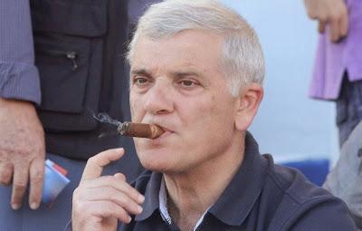 Το κάπνισμα ωφελεί σοβαρά τον Μελισσανίδη