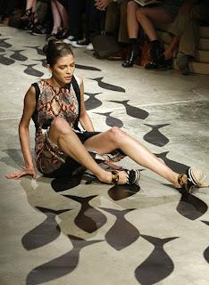 models falling down
