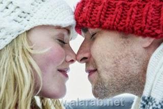 كيف تجعلى زوجك يعشق رائحتك - فصل الشتاء رجل وامرأة الثلوج الثلج رومانسية حب