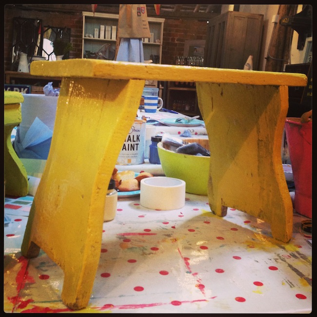 Geekisnewchic Yellow stool