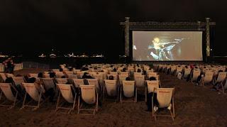Une projection de cinéma en plein air, pendant le 61e festival de Cannes