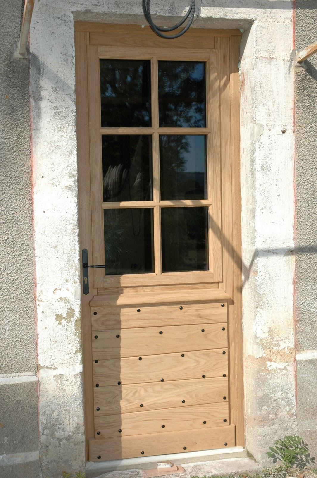 La maison d 39 apr s porte fen tres et enduit for Miroir qui s accroche a la porte