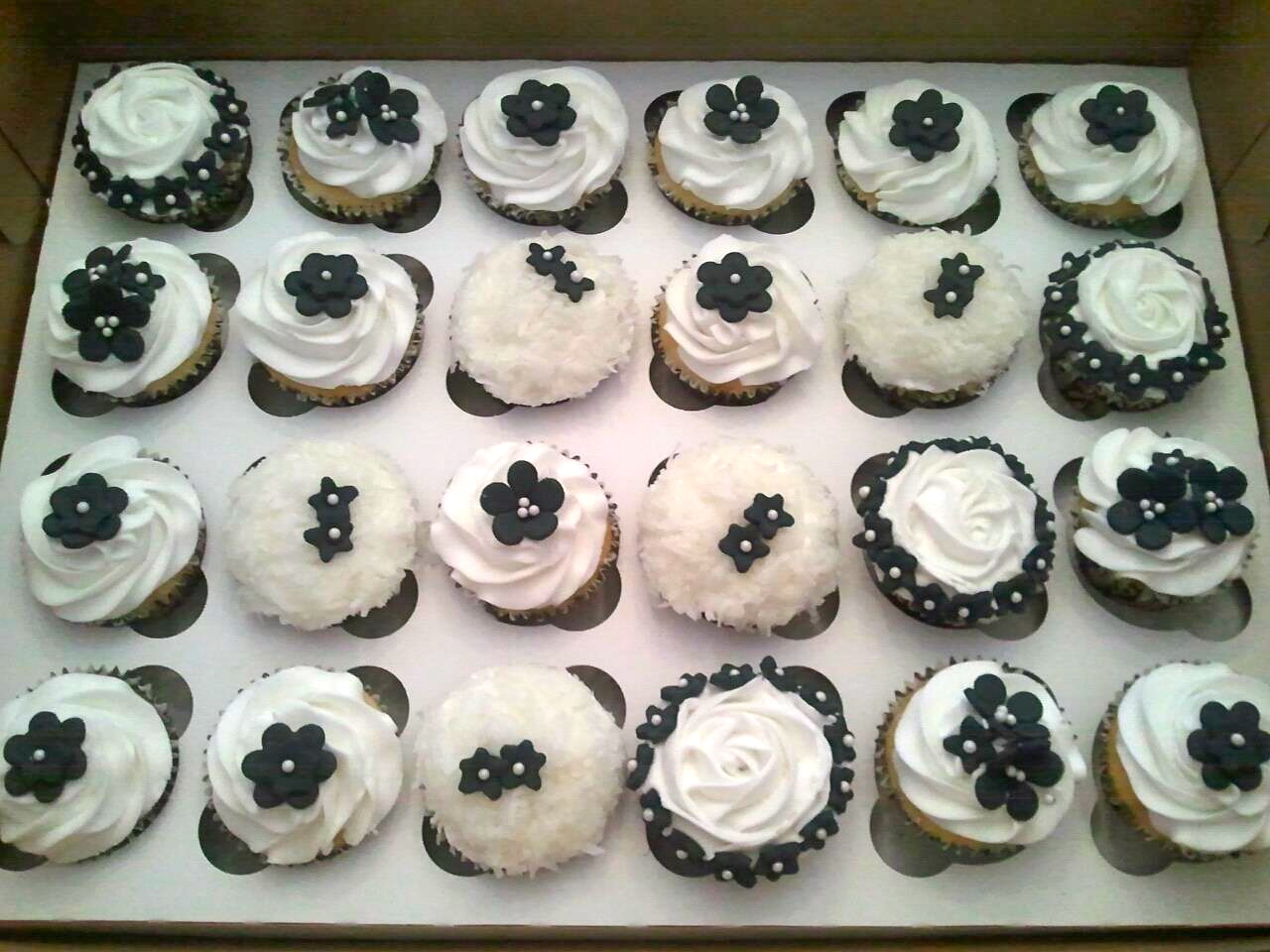 Pink Sugar Cupcakes: Black and White Wedding Cupcakes