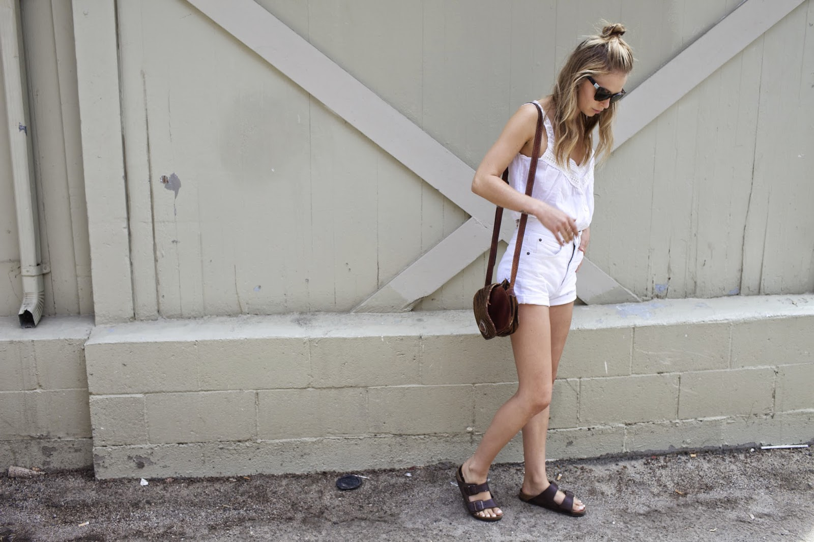 all white blogger look street stye white crop top and high waisted denim