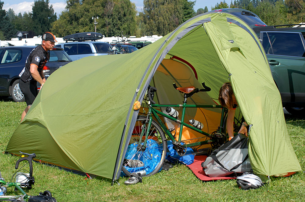 A tandem bike easily fits in the vestibule of the Exped Gemini IV - with room to spare for another bike or a pile of gear. When used in this way itu0027s ... : tent with vestibule - memphite.com