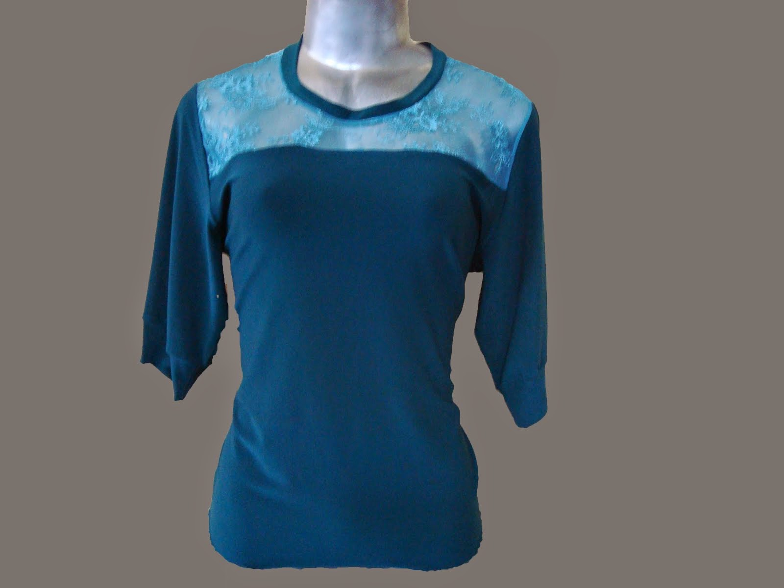 blusa de viscocrepe co renda