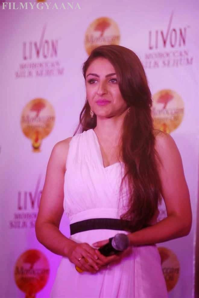 soha ali khan sleeveless photos