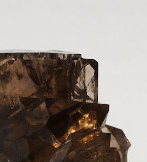 gwindel avec ses arêtes de cristal de quartz en gros plan