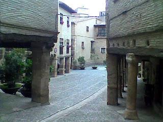 Plaza Mayor - Plaza de Mosén Rafael Ayerbe en Alquézar (Somontano, Huesca, Aragón, España)
