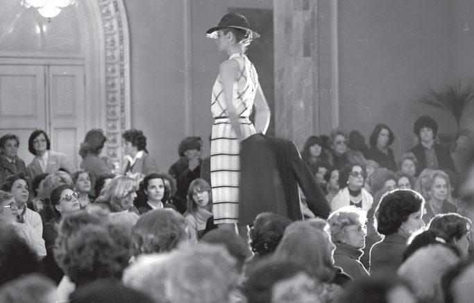 desfile moda antiguo