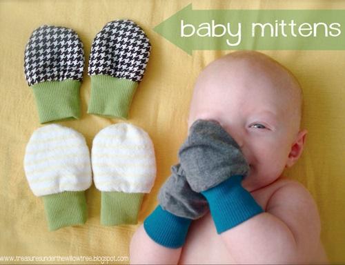 Bila masa sesuai buka sarung tangan bayi, perkembangan deria sentuh dan genggam bayi, mittens kena pakai sampai bila, gambar sarung tangan bayi