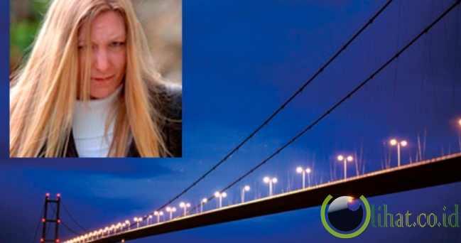 Lompati Jembatan Dengan Anak