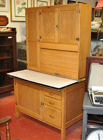 Antiques on kent sold knechtel kitchen kabinet for Kitchen kabinet