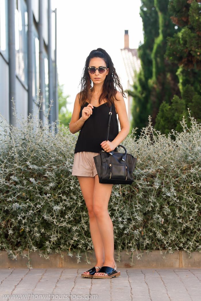 Idea de outfit look comodo para verano con shorts de piel