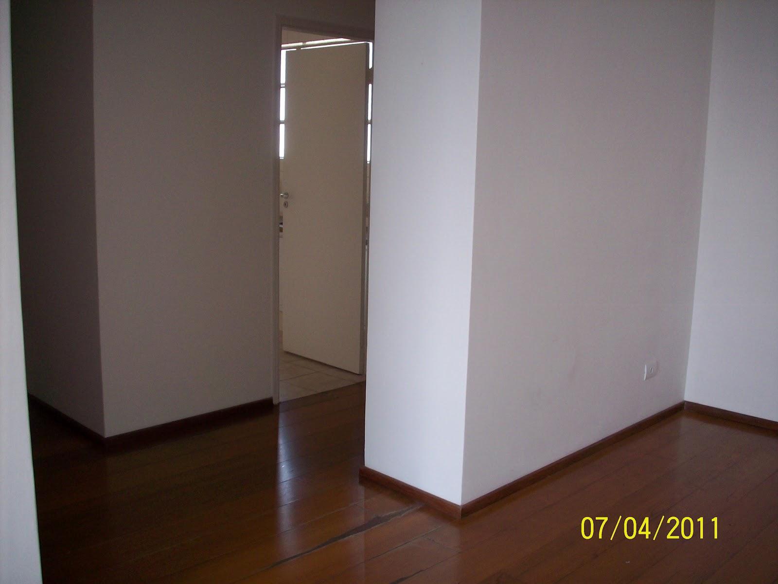 armário na entrada separava ainda mais a cozinha da sala. #AFA81C 1600 1200
