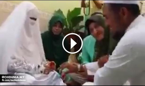 Pengantin perempuan malu nak sentuh suami ketika sarung cincin
