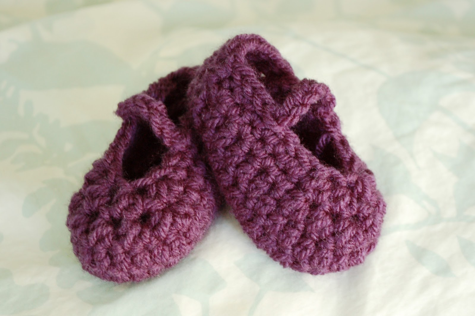 Alli Crafts: Free Pattern: Newborn Booties Worsted Weight Yarn